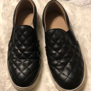 A new day size 8 black sneakers